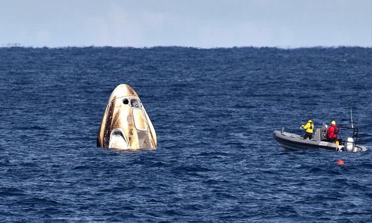 Sau hơn 40 năm, tàu SpaceX chở phi hành gia lại hạ cánh thành công trên biển