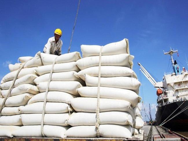 Giá gạo xuất khẩu Việt Nam vươn lên dẫn đầu thế giới, chênh lệch với Thái Lan đến 20 USD/tấn