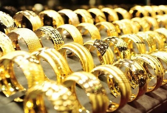 Giá vàng tăng mạnh so với phiên buổi sáng khiến nhà đầu tư