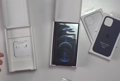 Cận cảnh hộp iPhone 12 ở quốc gia duy nhất trên thế giới vẫn được bán kèm tai nghe EarPod
