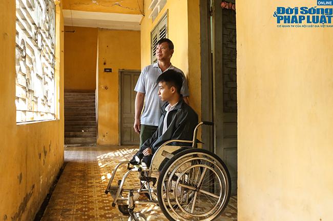 Chặng đường mới trên giảng đường đại học của nam sinh được bạn cõng 10 năm Nguyễn Tất Minh