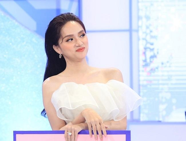 Hoa hậu Hương Giang chính thức lên tiếng về Group hơn 100 nghìn anti-fan