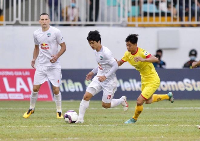 HAGL có thắng lợi đầu tiên tại V-League 2021 dưới thời HLV Kiatisak