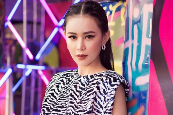 """Đi xem show thời trang, """"Á hoàng đá quý"""" Cao Thùy Trang xinh đẹp hút hồn trong bộ trang phục ấn tượng"""