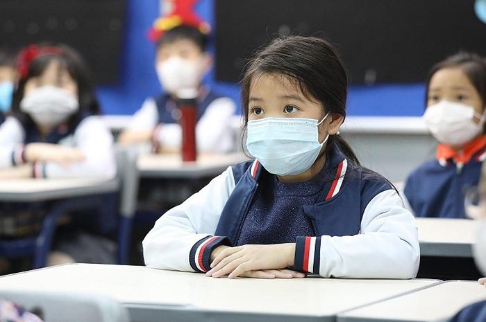 Phụ huynh Hà Nội vui mừng vì con sắp trở lại trường:
