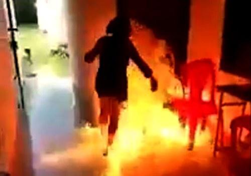 Vụ khóa cửa ki ốt, tạt xăng đốt 2 mẹ con người tình: Người mẹ đã tử vong