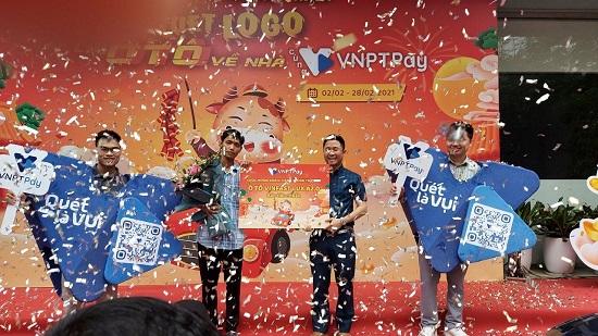 VNPT PAY trao thưởng cho khách hàng trúng ô tô Vinfast LuxA