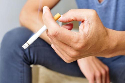 Tin tức đời sống ngày 14/4: Hút thuốc từ 18 tuổi, 15 năm sau mắc ung thư