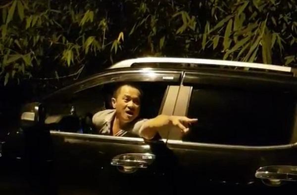 Bị kiểm tra cân tải trọng, người đàn ông đi ôtô bán tải doạ đánh TTGT Hà Nội