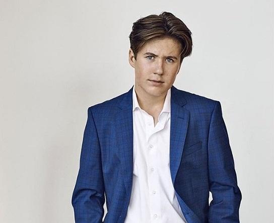 Hoàng tử Đan Mạch 16 tuổi thần thái