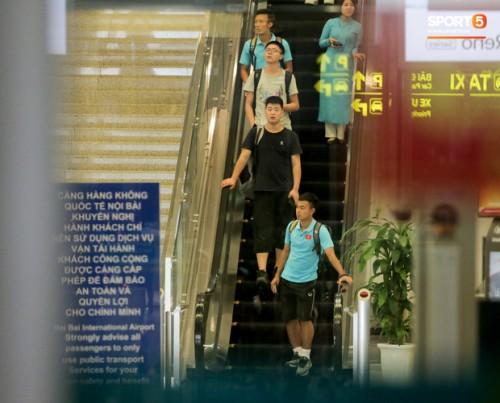 U22 Việt Nam về nước trong đêm thủ môn Văn Toản suýt bị bỏ lại ở sân bay Nội Bài